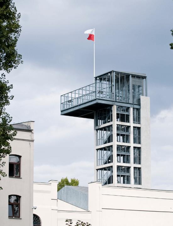 Vista de la Torre del Museo del Levantamiento de Varsovia, Polonia