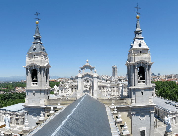 Vista desde el mirador de la Cúpula de la Catedral de La Almudena en Madrid, España