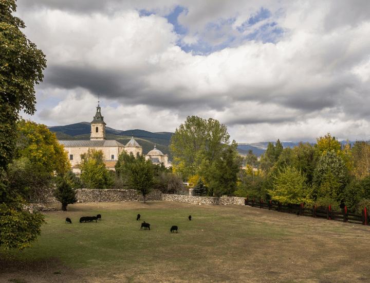 Hermosa vista del monasterio de Santa María del Paular, España